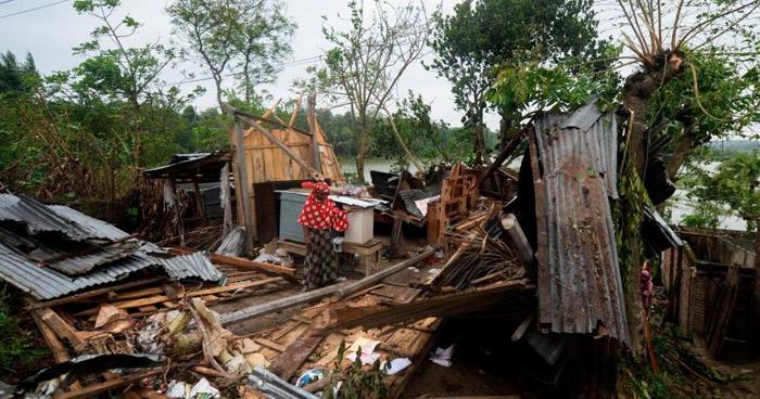 Superciclón causa más de 80 muertes en India y Bangladesh