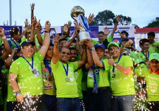 Óscar Ortiz y Roberto d'Aubuisson celebraron el titulo del Santa Tecla Campeón del Clausura 2017