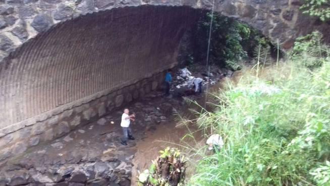Rescatan con vida a hombre que cayó del puente Tierra Blanca, Usulután