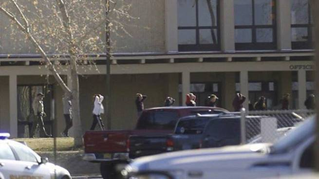 Dos estudiantes muertos tras tiroteo en una escuela de Nuevo México, EE.UU.