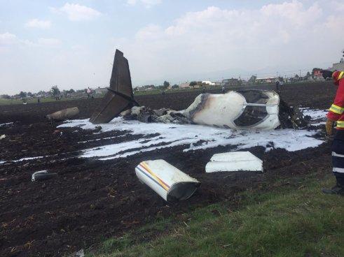 Un avión se estrella en aeropuerto de México