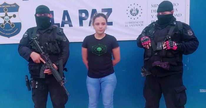 Capturan a mujer traficante de drogas en La Paz