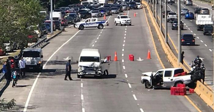 Dos lesionados tras fuerte choque en Bulevar Monseñor Romero