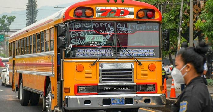 Transporte Público circulará solo para movilizar al personal de Salud