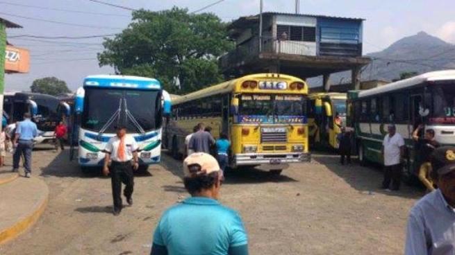 Paro de labores de rutas de buses hacia el oriente del país