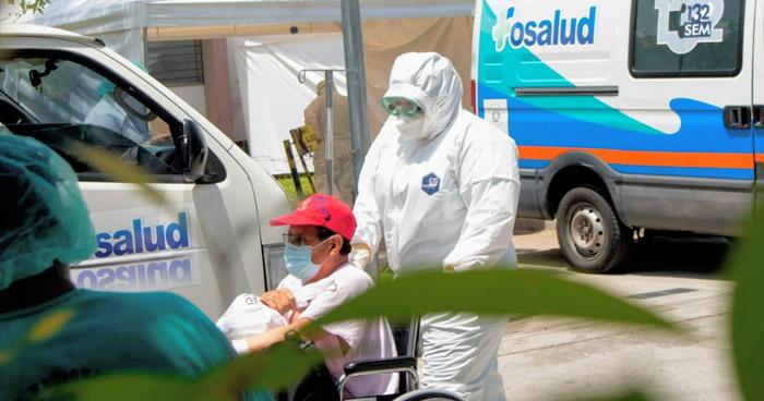 Trasladan a 33 pacientes con COVID-19 al Hospital El Salvador