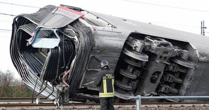 Dos muertos y más de 20 heridos tras descarrilamiento de un tren en Italia