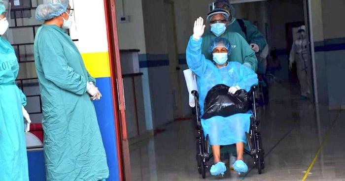 Tres pacientes más recuperados de COVID-19 reciben el alta del Hospital de Chalchuapa