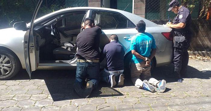 Tres detenidos cuando robaban en una vivienda en Lourdes, Colón