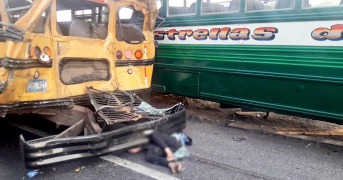 Mujer fallecida y al menos 30 lesionados por triple choque en carretera a Santa Ana
