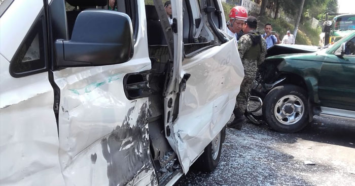 Varios lesionados en triple choque en carretera hacia San Juan Opico