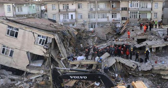 Potente sismo en Turquía deja 29 muertos y cientos de heridos