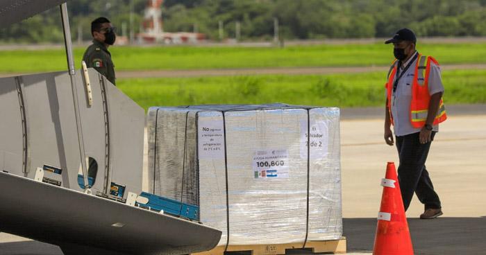 El Salvador recibe donativo de 100,800 vacunas contra el COVID-19