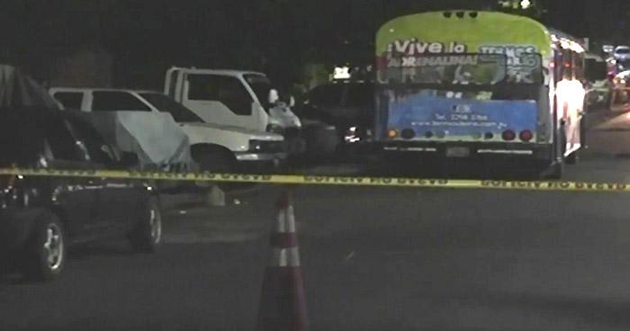 Asesinan a tiros a un hombre al interior de autobús Ruta 38-C en Apopa