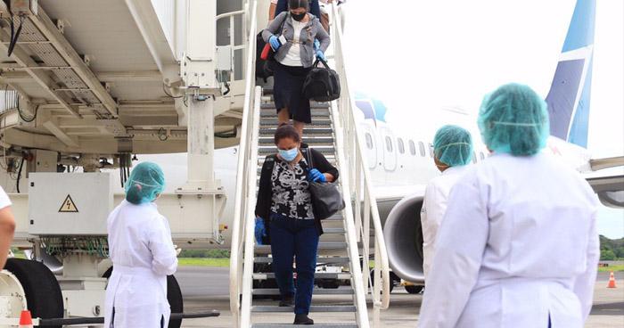 Retornan salvadoreños que permanecían varados en Canadá