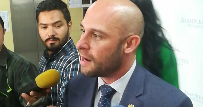 Diputado arenero propone que aspirantes presidenciales cuenten con título universitario como mínimo