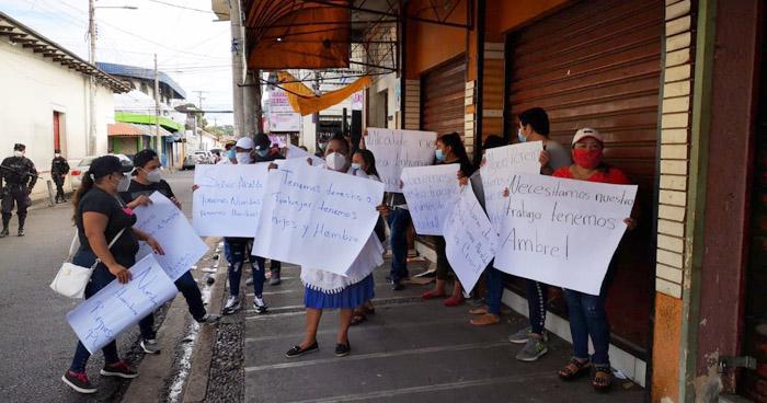 Vendedores piden se les permita comercializar en la zonas de donde fueron desalojados