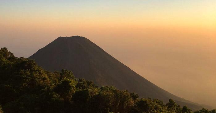 Actividad del Volcán de Izalco se mantiene normal, informa Ministerio de Medio Ambiente