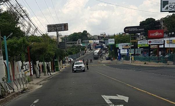 Matan a hombre frente al Centro Comercial Zacamil