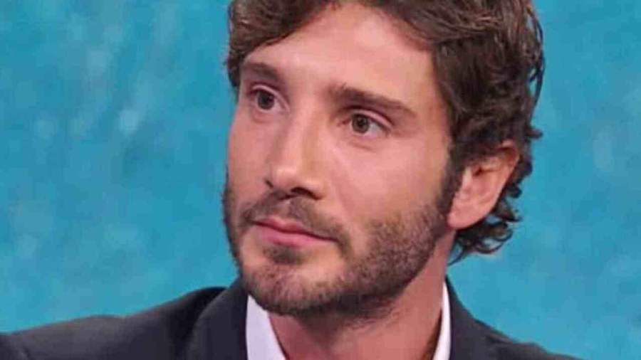 Stefano De Martino proposta social - Solonotizie24