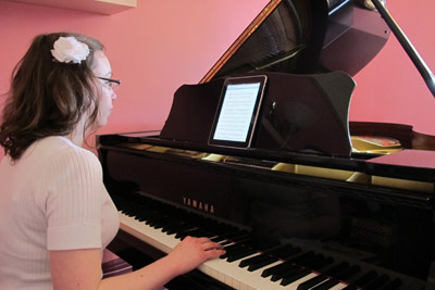 London SS22 piano school music lesson in Solopress Spotlight printing blog