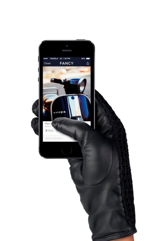 World's First Leather Touchscreen Driving Gloves for Women by Mujjo. Image Source: Mujjo.com