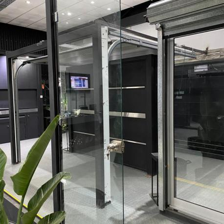 Puerta de vidrio en local V