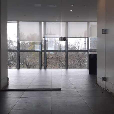 Puerta de vidrio oficinas MGB IV