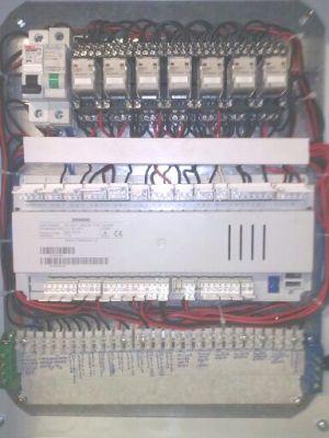 Κατασκευή πίνακα αυτοματισμού με αντιστάθμιση Siemens RVS63.283/101
