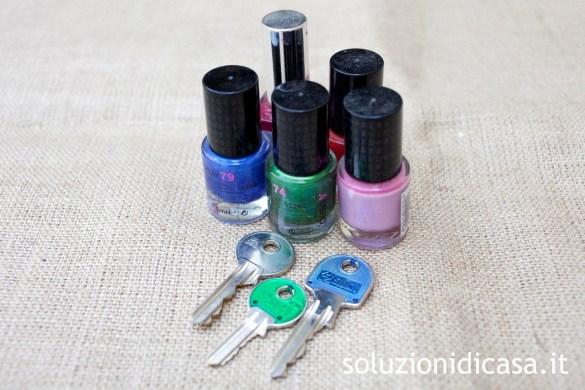 Personalizziamo le chiavi con gli smalti