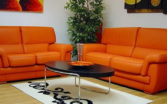 come pulire un divano in pelle colorata