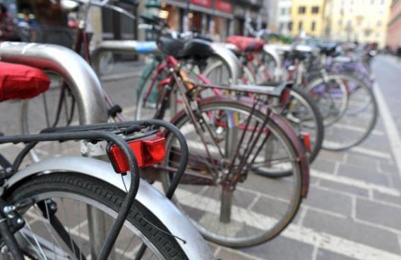 Come pedalare in città in sicurezza