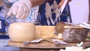 coltelli formaggi