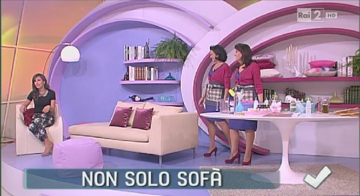 Come pulire il divano in stoffa - Soluzioni di Casa