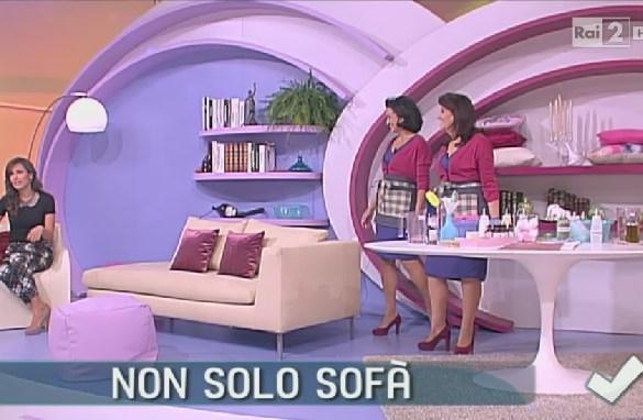 come pulire il divano in stoffa