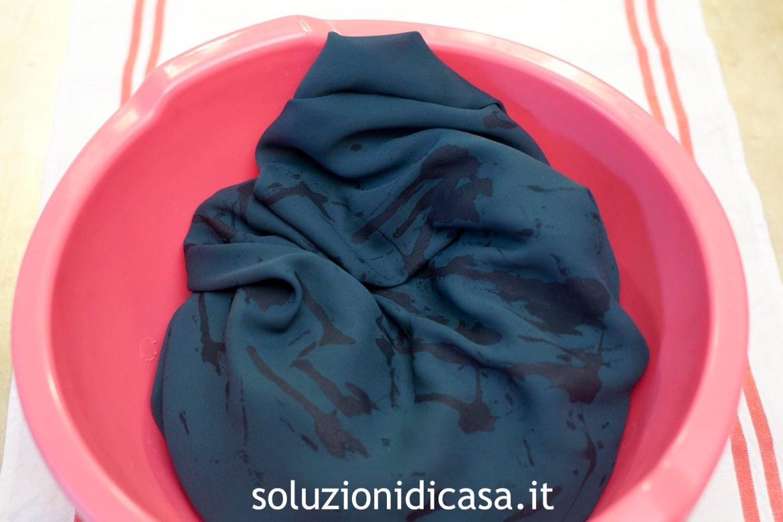 Come smacchiare un abito vintage in seta