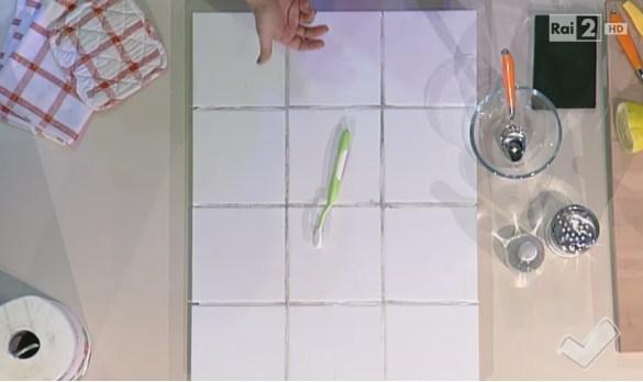 Come pulire le piastrelle e le fughe