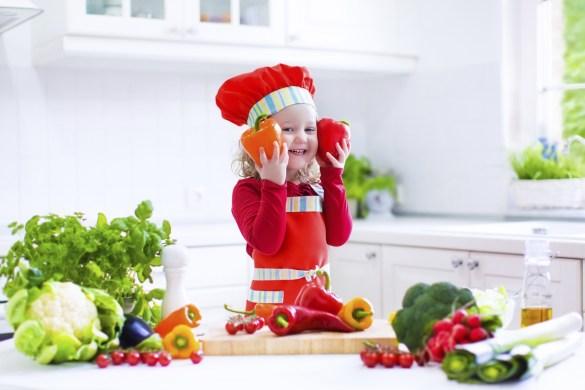 bambina-verdure