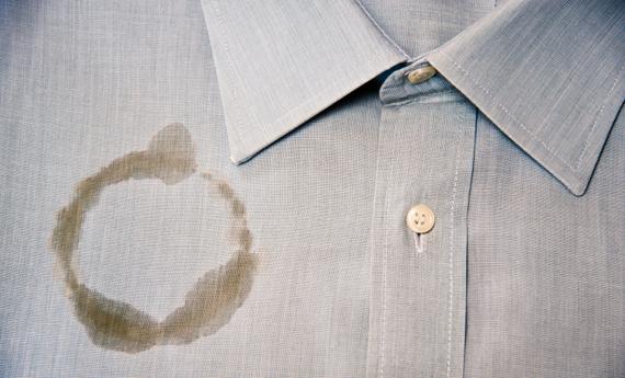 Come eliminare le macchie dai vestiti - Soluzioni di Casa 5297689dfc0e
