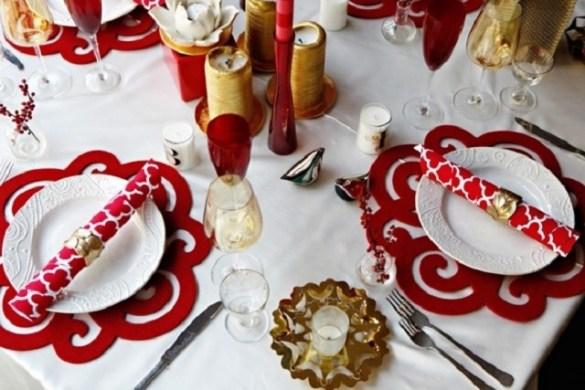 come creare dei sottopiatti per la tavola di Natale