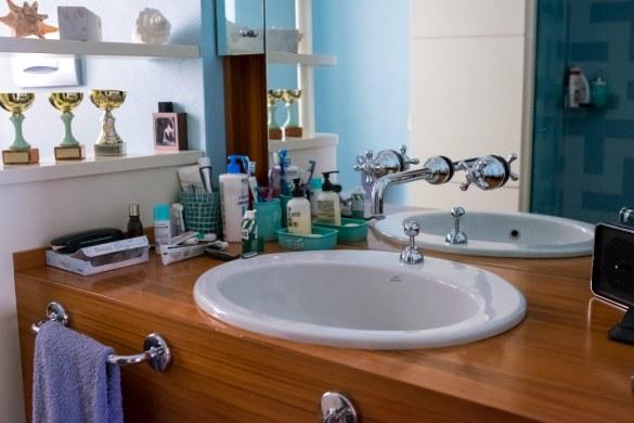 Come fare le pulizie di primavera soluzioni di casa - Come pulire le fughe del bagno ...
