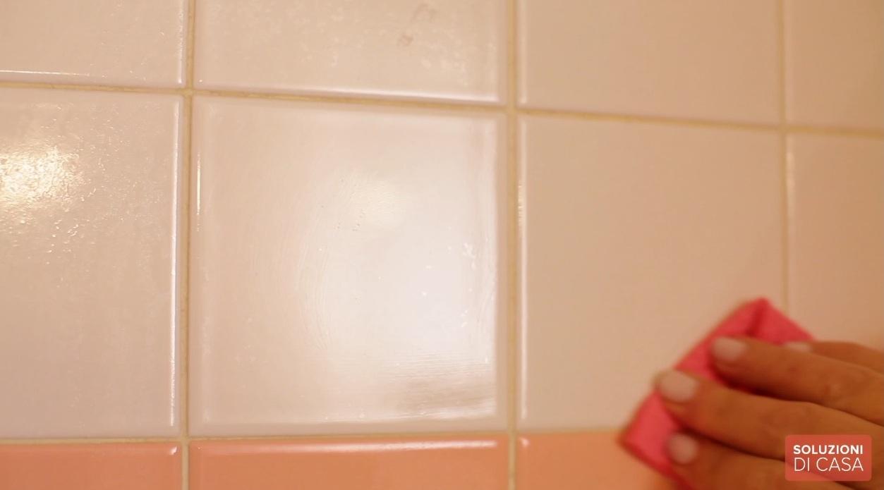 Come pulire piastrelle bagno coprire le piastrelle del - Come pulire le fughe del bagno ...