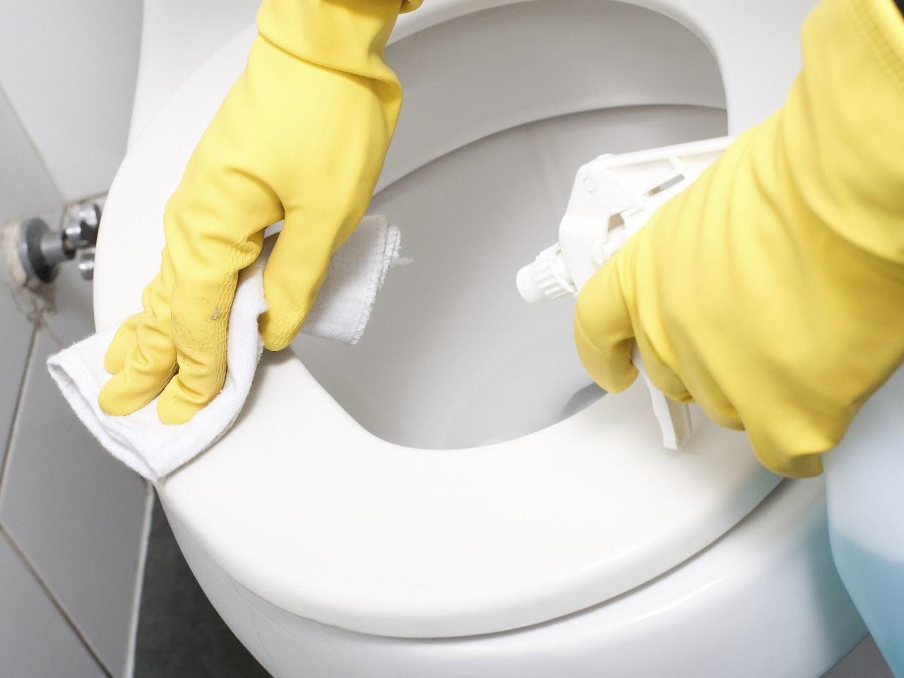 Come fare le pulizie di fondo in bagno soluzioni di casa