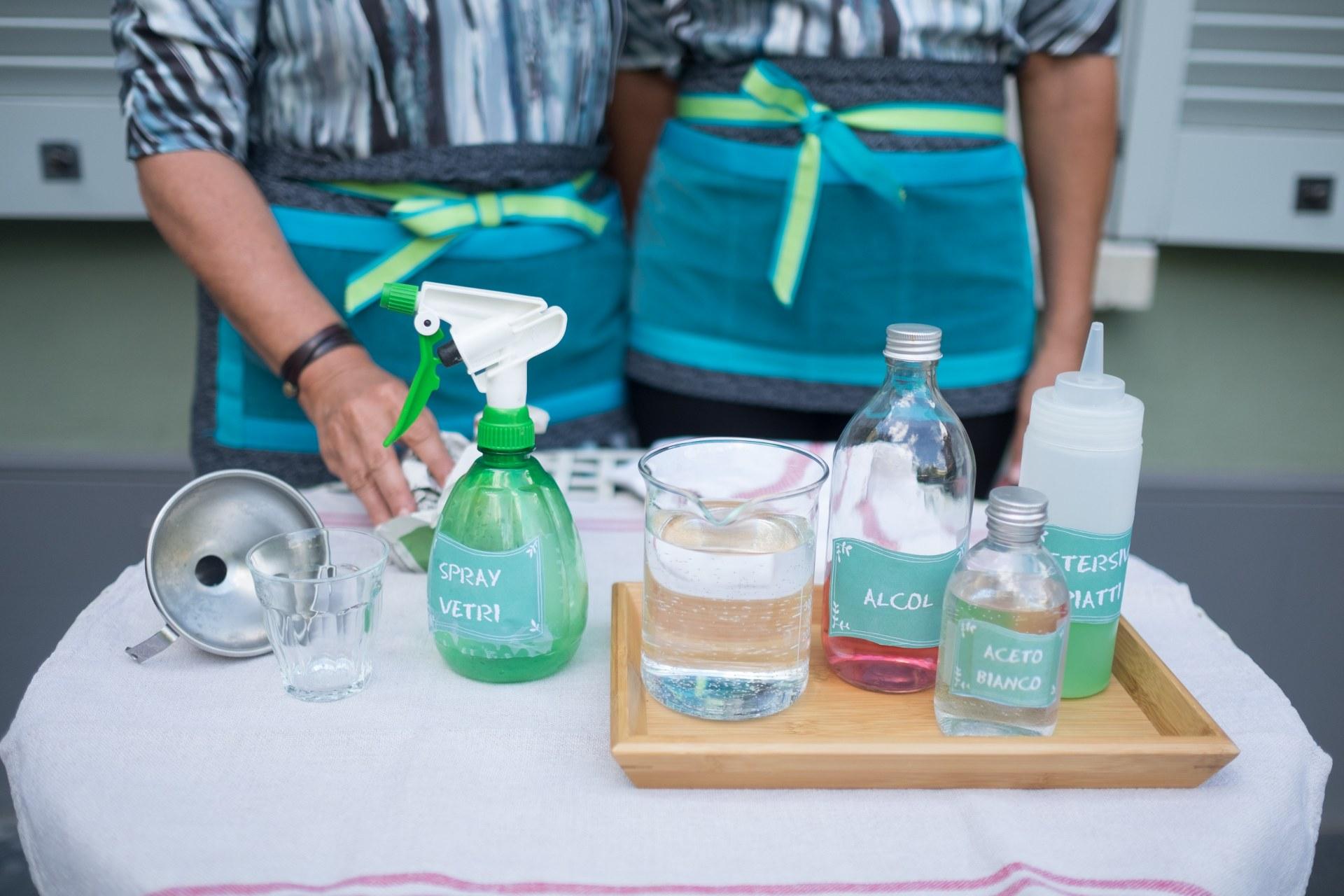 Pulire I Vetri Con Aceto pulire i vetri senza aloni - soluzioni di casa