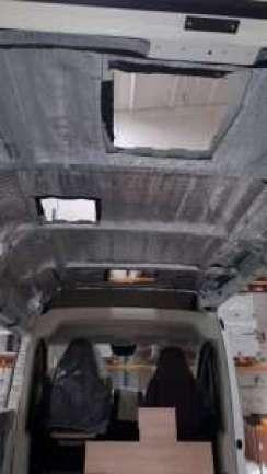 Allestimento furgone con PE con doppio strato di alluminio puro adesivizzato su un lato