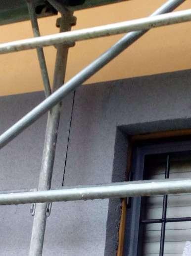 Taglio pannelli angolo finestra