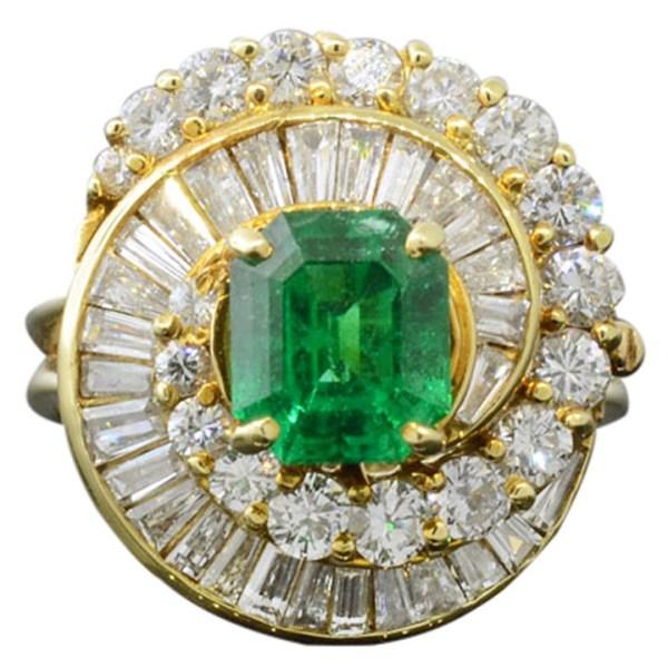 1.47 Carat Emerald Ring with Diamonds