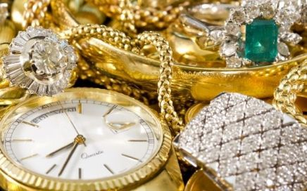How To Determine the Value of Estate Jewelry