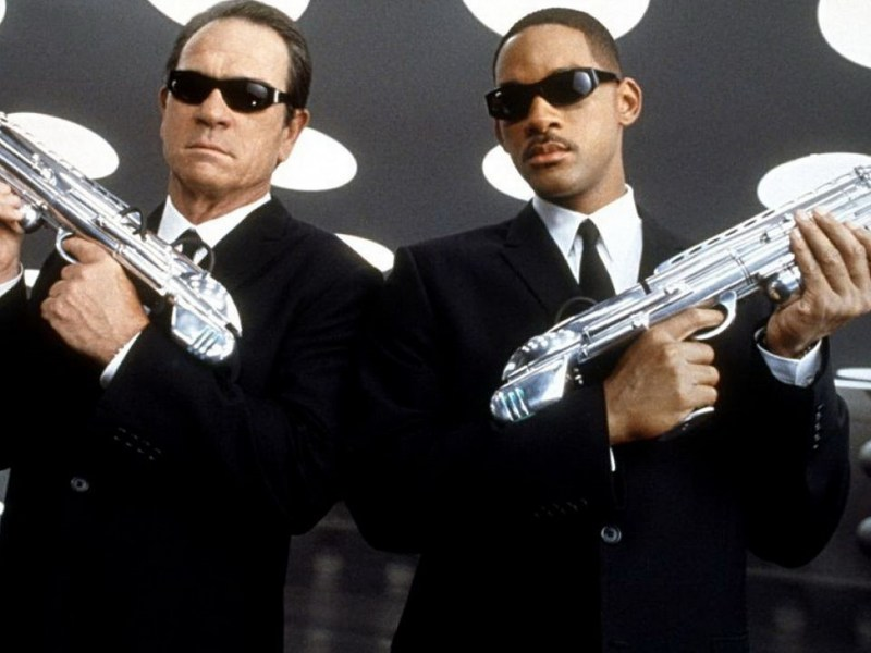 Tommy Lee Jones and Will Smith in Men in Black.