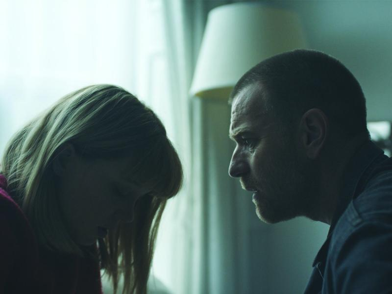 Lea Seydoux as Zoe and Ewan McGregor as Cole in ZOE.